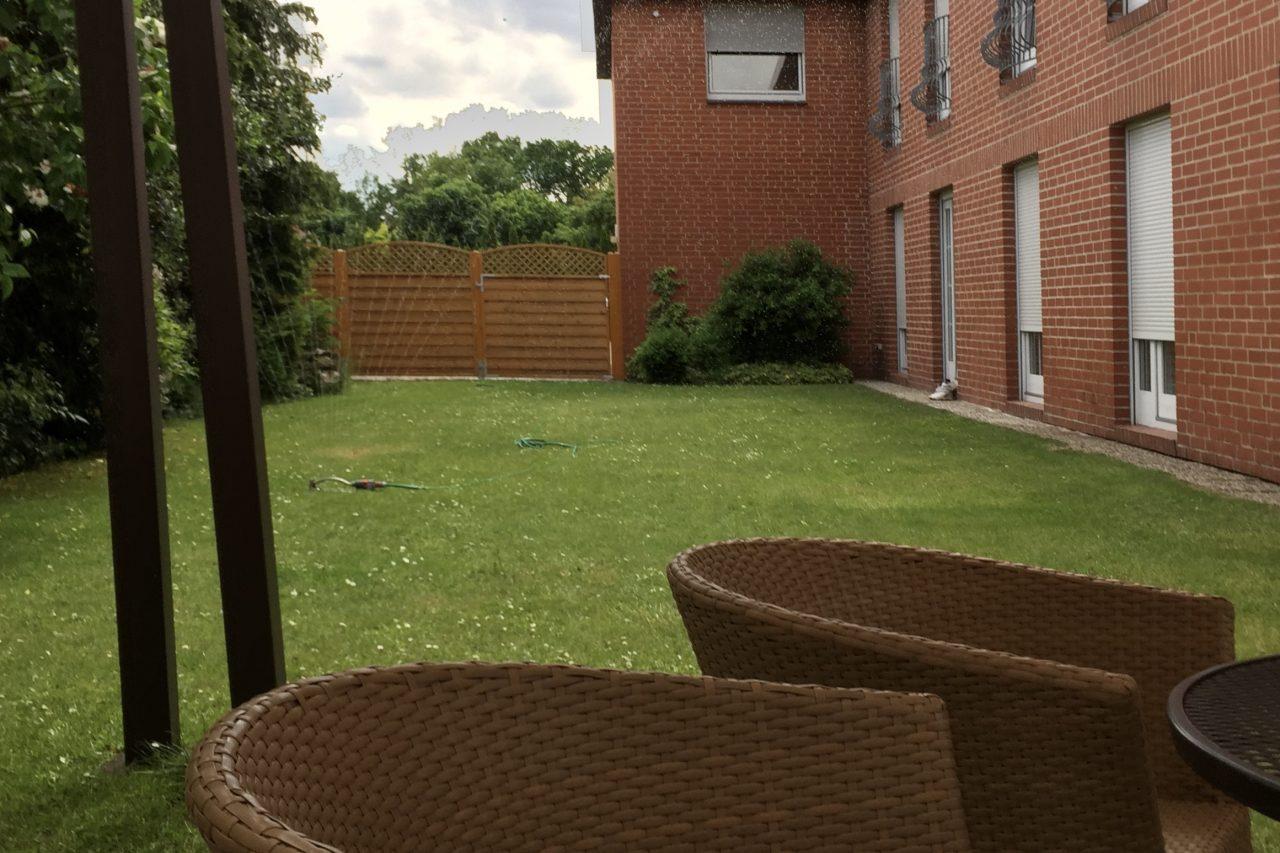 Landhotel Franck Garten mit Sitzmöbeln