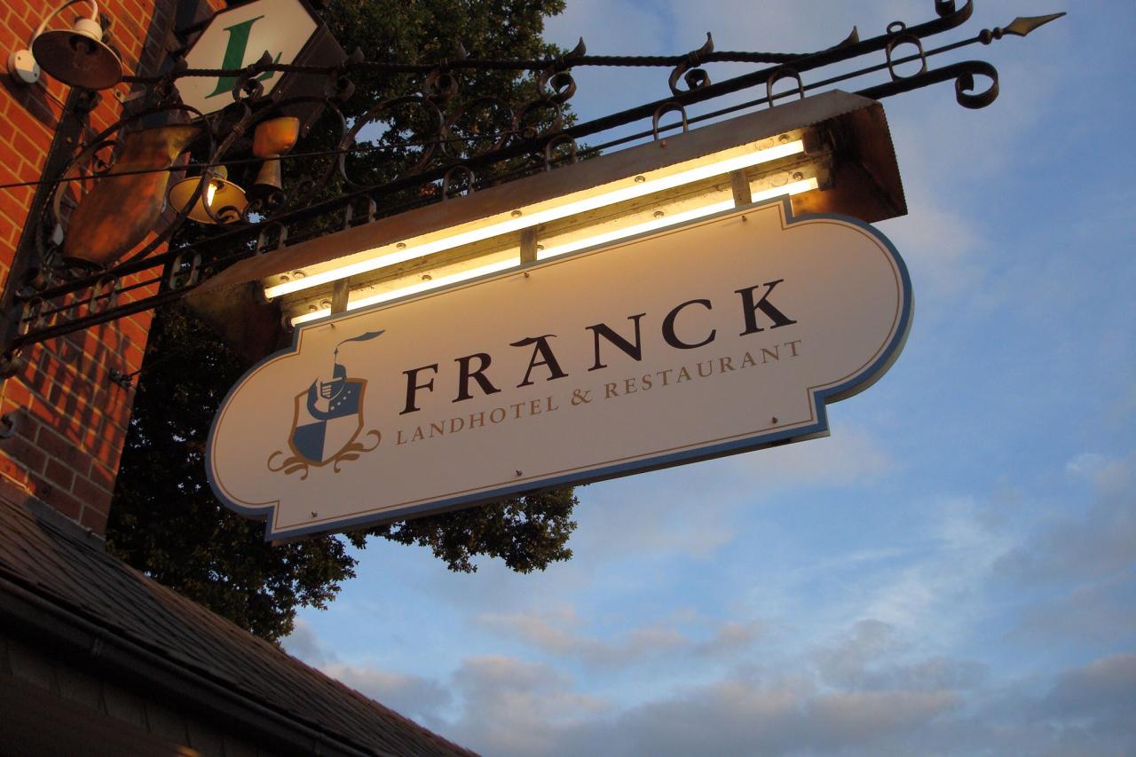 Landhotel Franck beleuchtetes Firmenschild